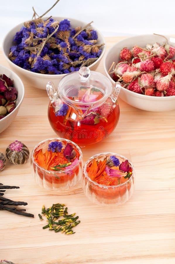 Fleurs sèches d'infusion florale normale de fines herbes de thé images libres de droits