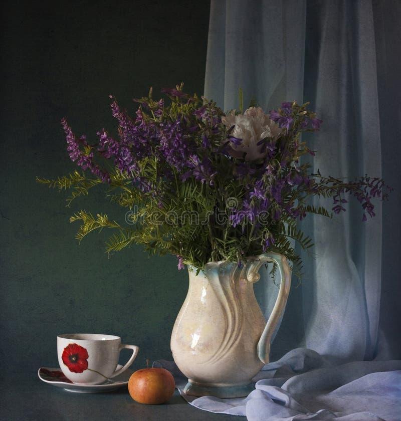 Fleurs sauvages bleues photo stock