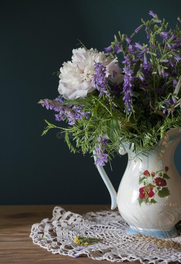 Fleurs sauvages bleues image libre de droits