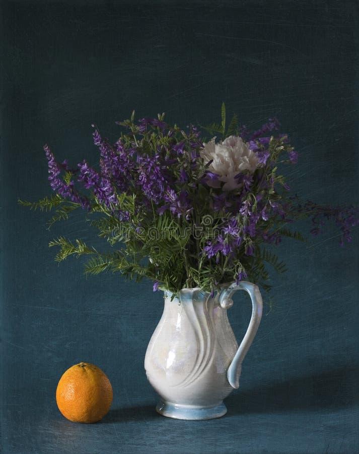 Fleurs sauvages bleues photo libre de droits