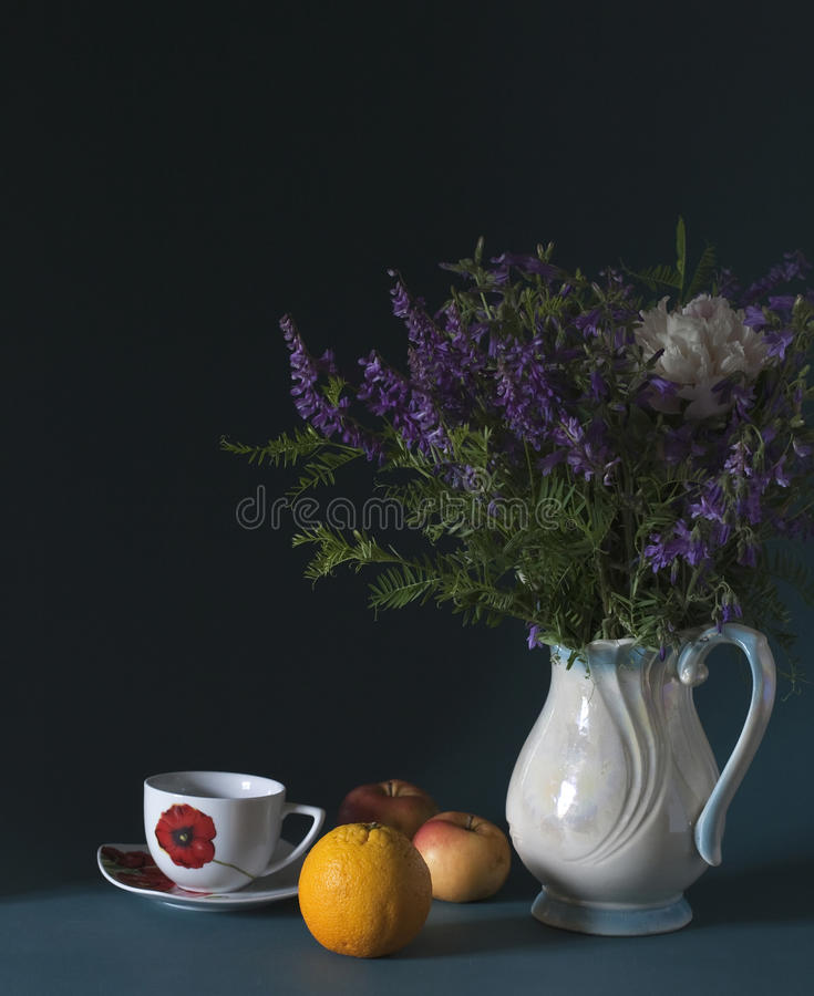 Fleurs sauvages bleues photos stock