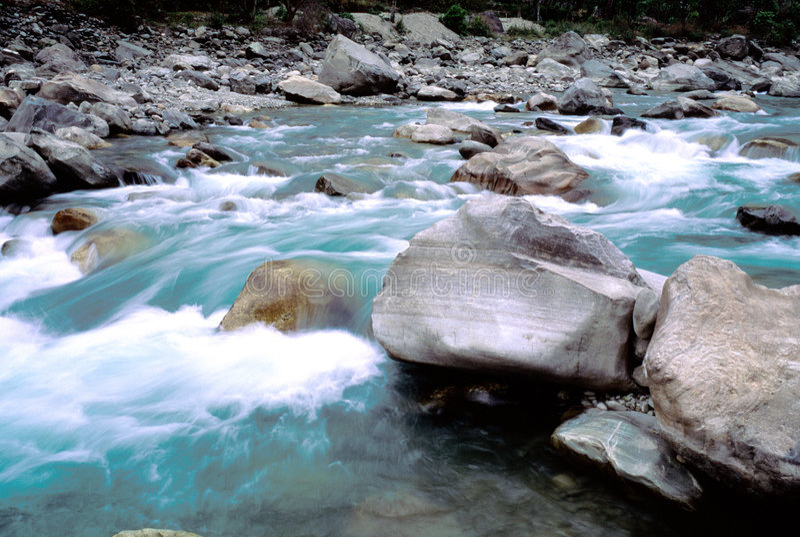 Fleuve au Népal image libre de droits