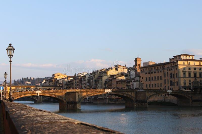 Download Fleuve D'Arno à Florence - En Italie Image stock - Image du italie, arno: 76081423