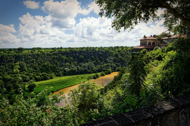fleuve de chavon tropical photographie stock libre de droits
