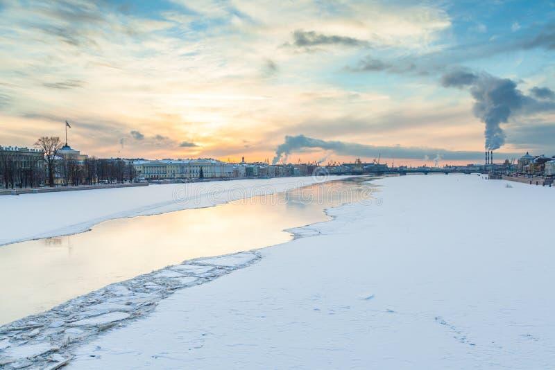Fleuve de Neva photos stock