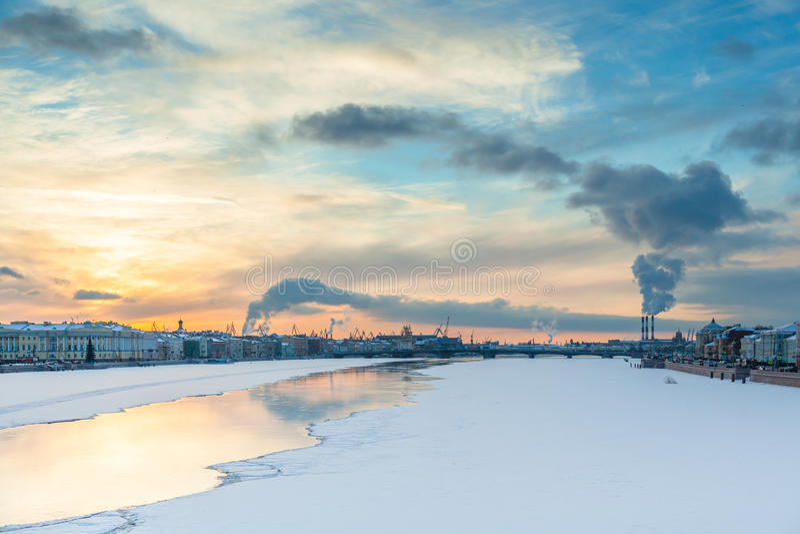 Fleuve de Neva photos libres de droits
