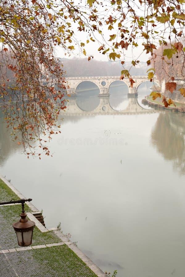 Fleuve de Tiber à Rome, Italie images libres de droits