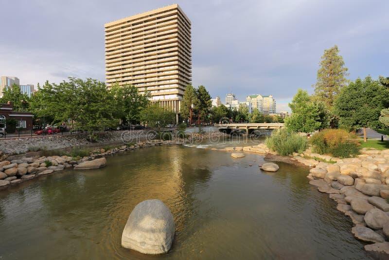 Fleuve de Truckee à Reno du centre, Nevada photographie stock