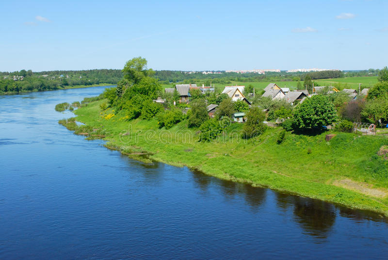 Fleuve Dvina occidental au Belarus photographie stock