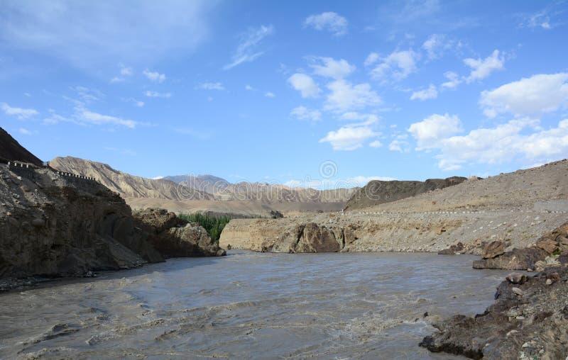 Fleuve Indus à la vallée de Zanskar dans Ladakh, Inde images stock