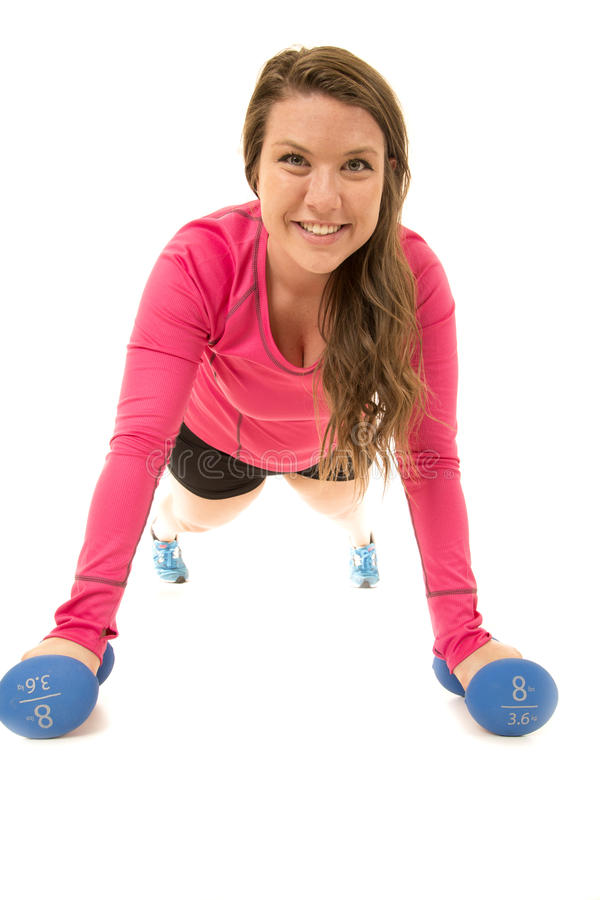 Flexión de brazos oscilante de la mujer con los brazos extendidos en barbell foto de archivo