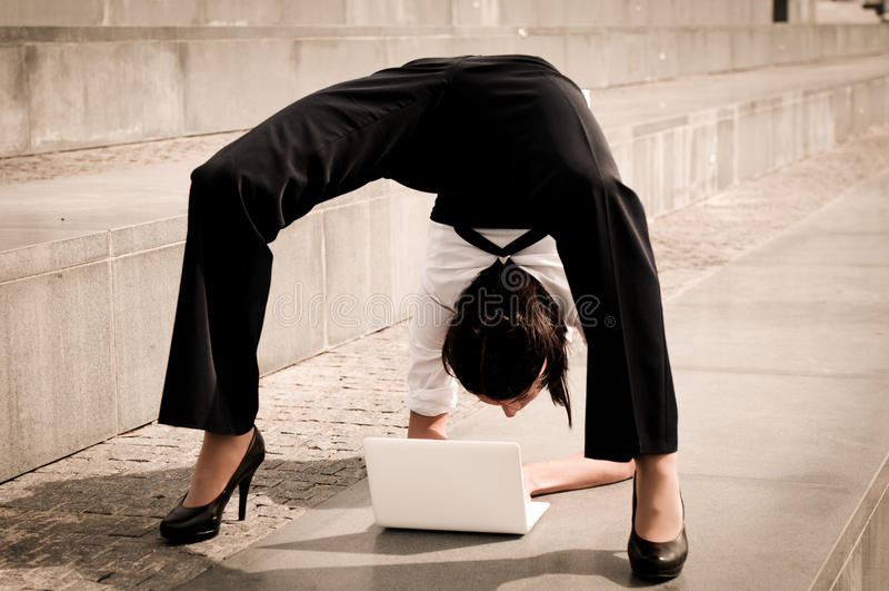 Flexibele zaken - vrouw met laptop stock foto's