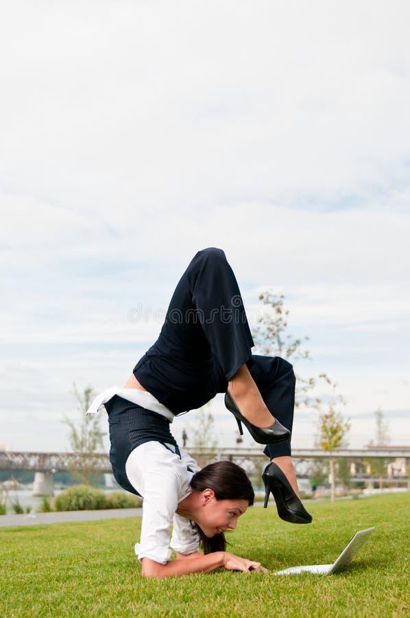 Flexible Arbeit - Geschäftsfraufunktion lizenzfreie stockfotografie