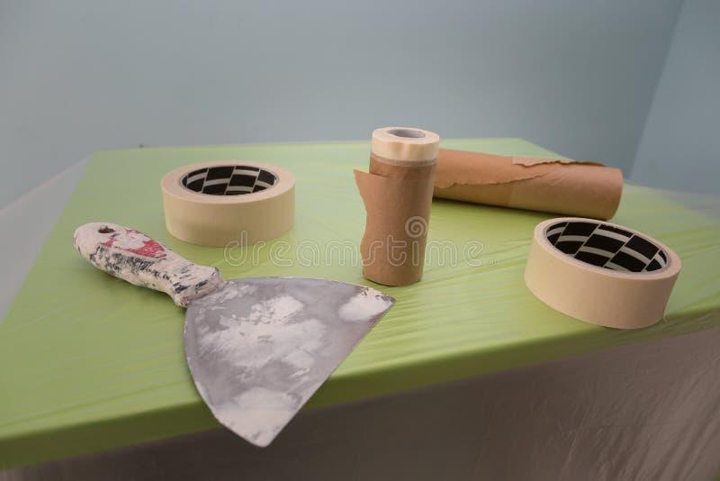 Flexible Spachtel, Bänder und Werkzeuge für Möbel-Schutz für das Malen stockbilder