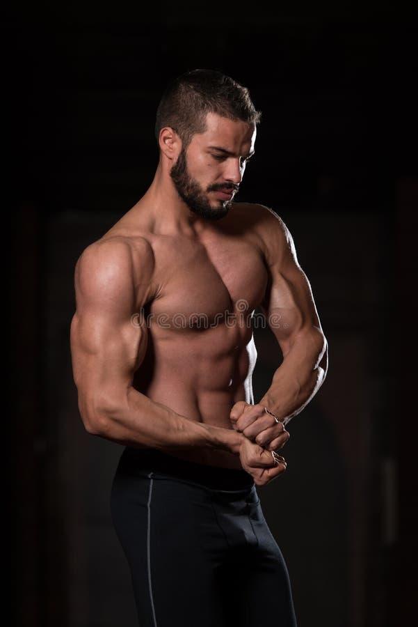 Flexing Muscles modelo fotos de stock
