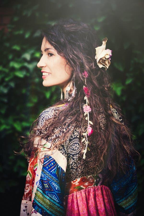 Flicka för Boho sommarmode royaltyfria foton