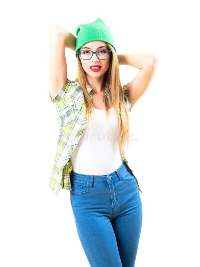 Flicka för Hipster för gatastil som moderiktig isoleras på vit arkivbilder
