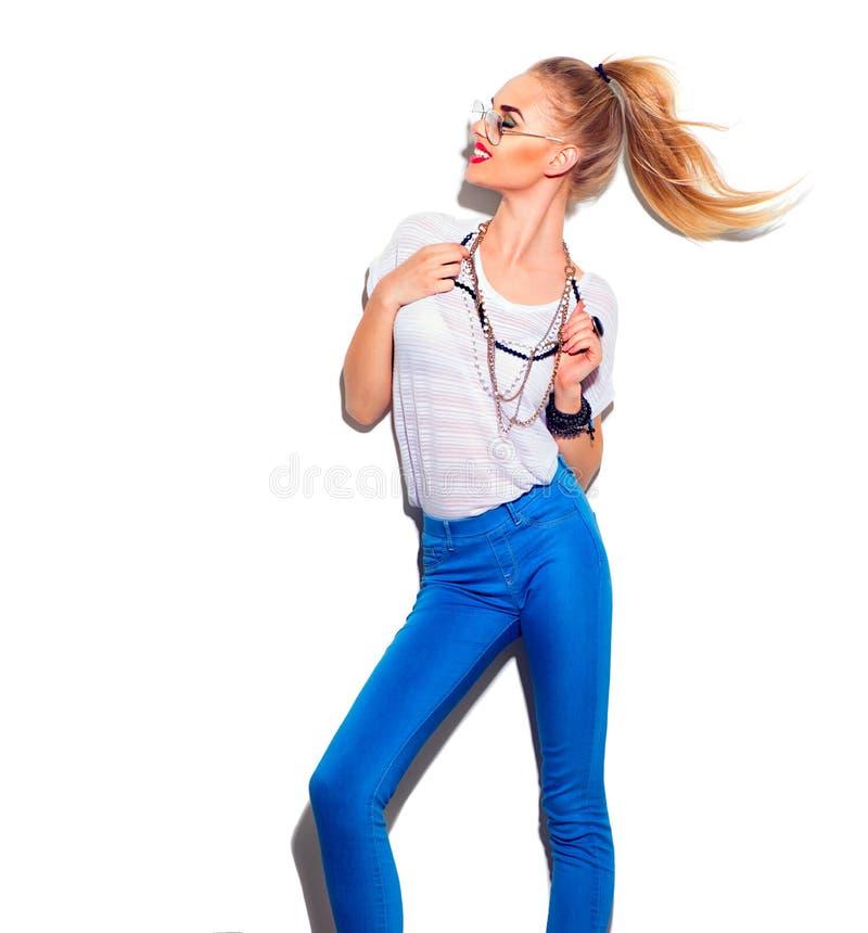 Flicka för modemodell som isoleras på vit arkivfoton