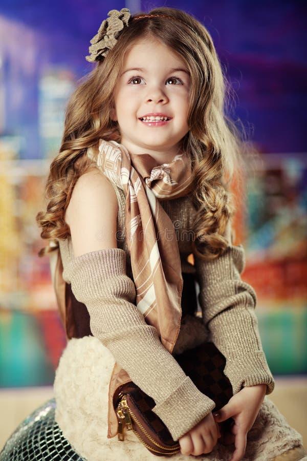 flicka för skönhetbarnmode arkivbild
