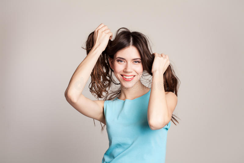 Flicka gjord svans två av hår royaltyfria bilder