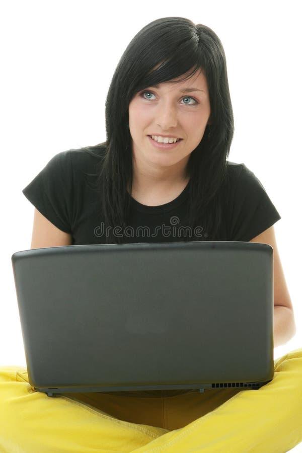 flicka henne bärbar datorworking royaltyfria bilder