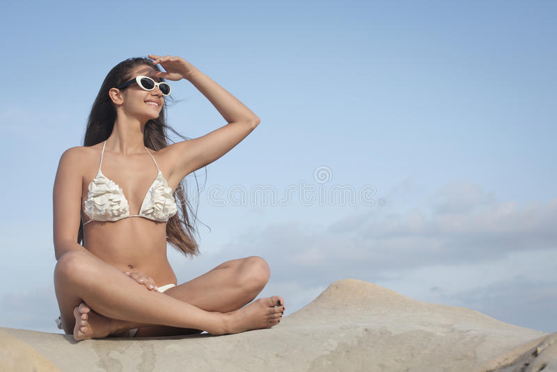 Flicka i bikini fotografering för bildbyråer