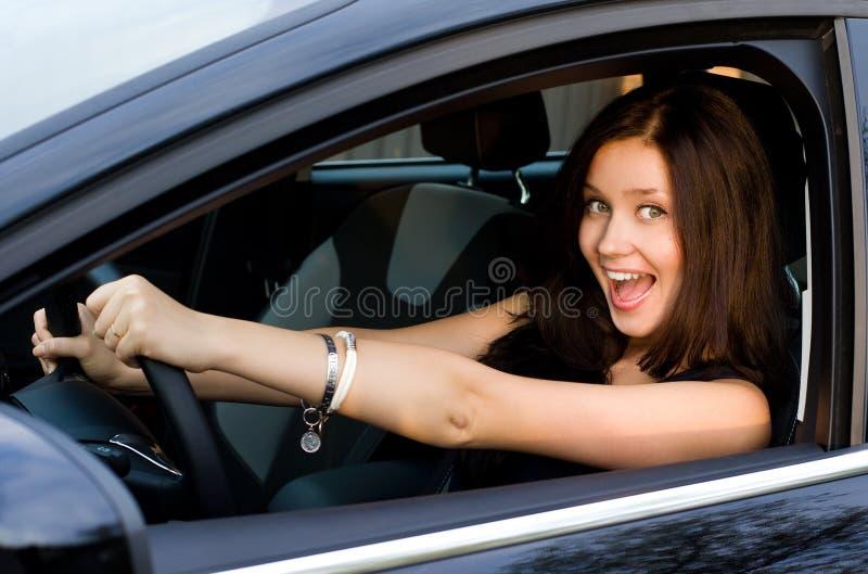 Flicka i bil arkivfoton