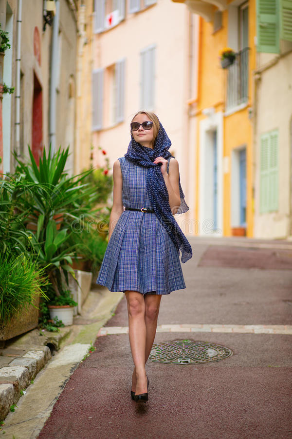 Flicka i Cannes, Frankrike arkivbild