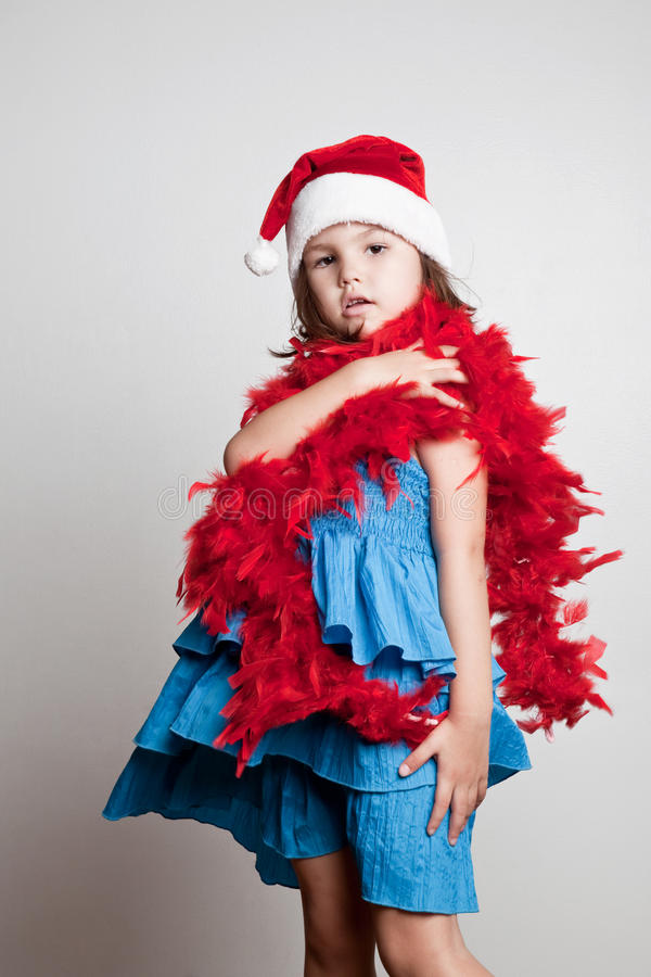 Flicka i den Santa Claus dräkten arkivbild
