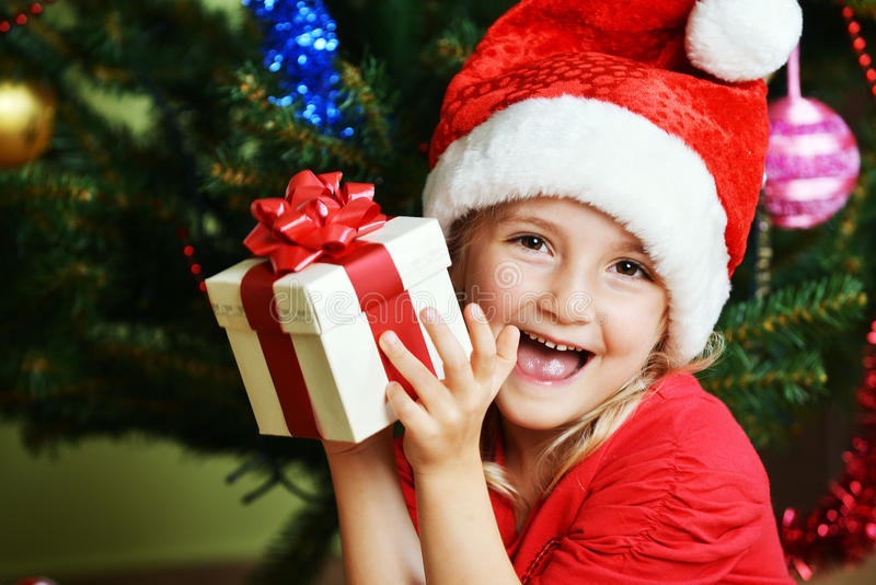 Download Flicka i det santa locket fotografering för bildbyråer. Bild av lycka - 27285313