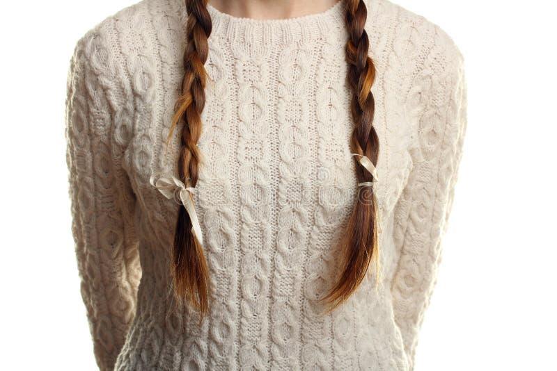 Flicka i en varm tröja arkivfoton