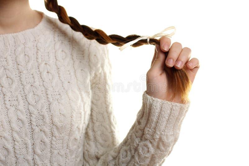 Flicka i en varm tröja royaltyfri foto