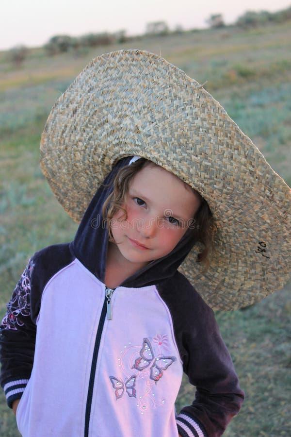 Flicka i hatten royaltyfri fotografi