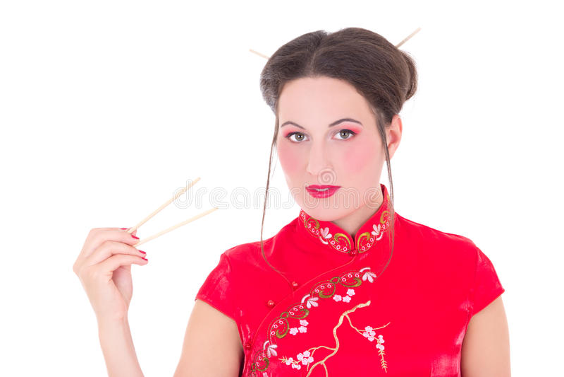 Flicka I Röd Japansk Klänning Med Pinnar Som Isoleras På Vit Royaltyfria Foton