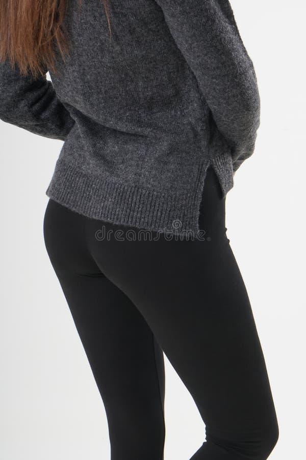 Flicka i svart damasker arkivfoto