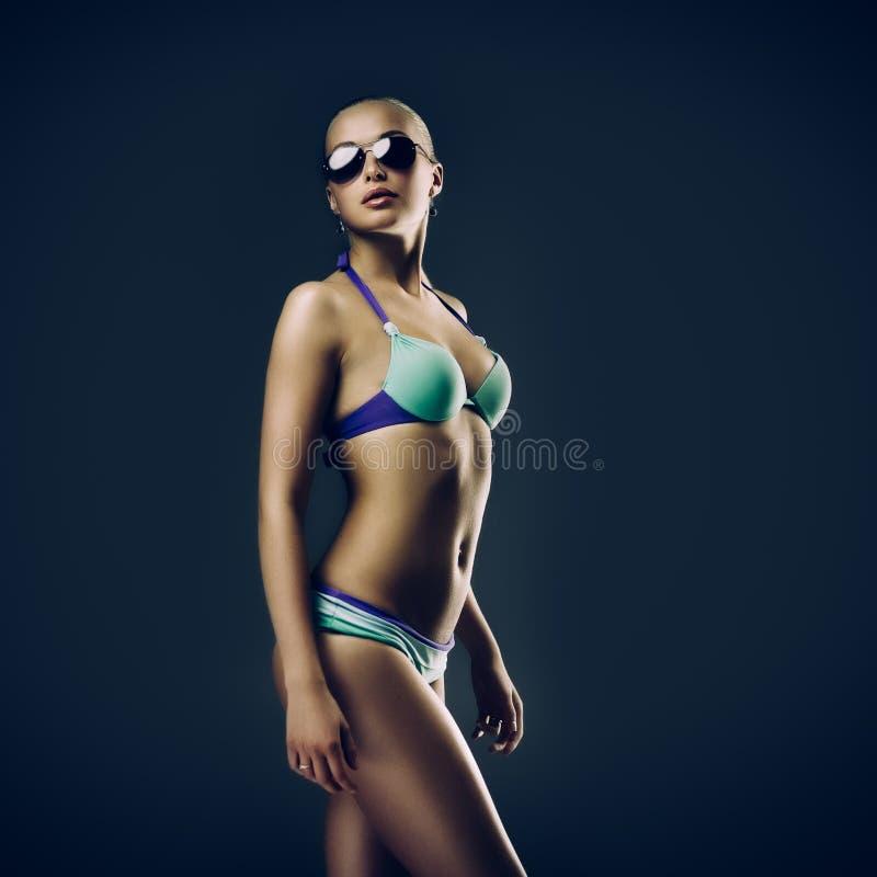 Flicka i swimwear fotografering för bildbyråer