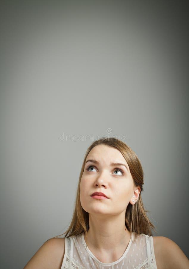 Flicka i vit royaltyfri foto