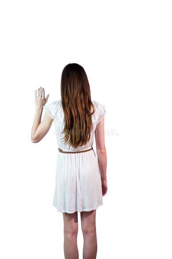 Flicka i vitt vinka för klänning arkivbilder