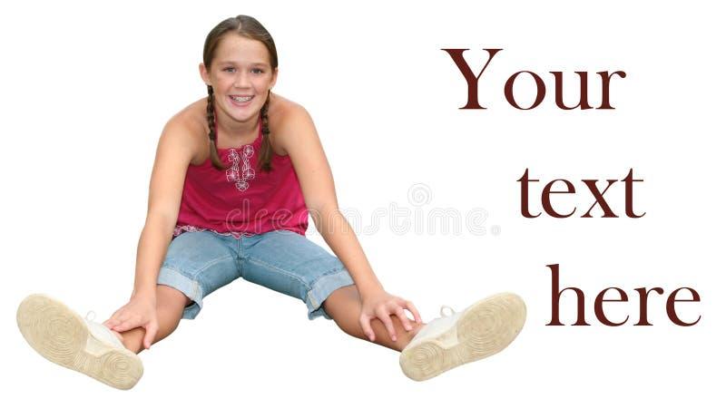 flicka isolerat le för sitting som är teen royaltyfria bilder
