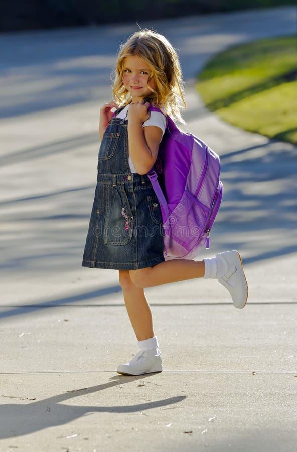 flicka little klar skola royaltyfri foto