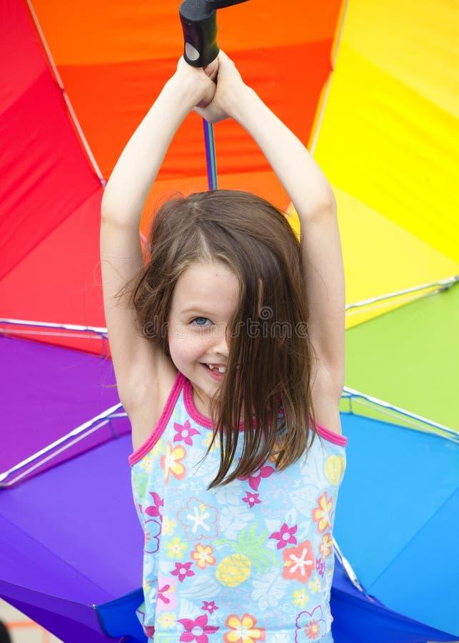 flicka little paraply royaltyfri foto