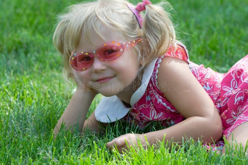 flicka little park arkivfoto
