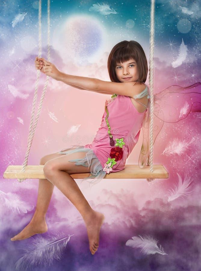 flicka little sittande swing vektor illustrationer