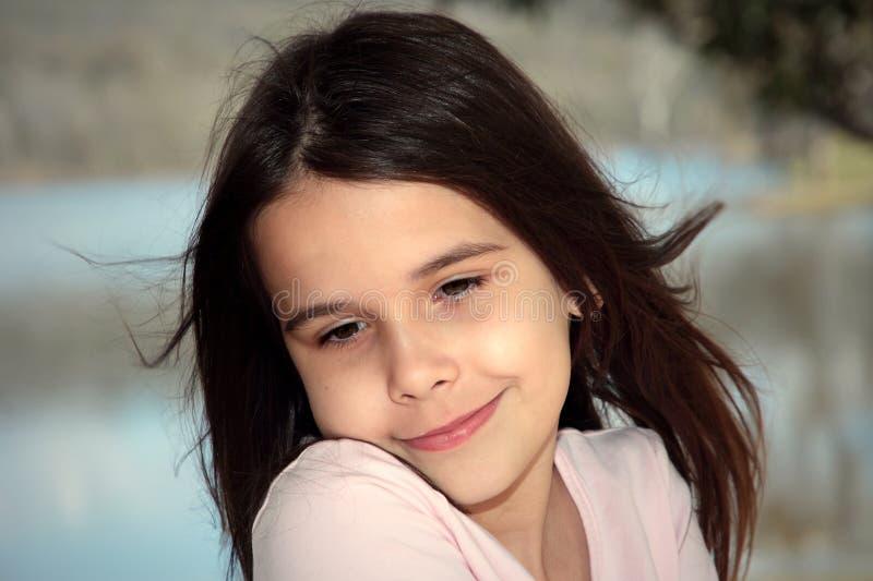 flicka little som är nätt arkivfoton