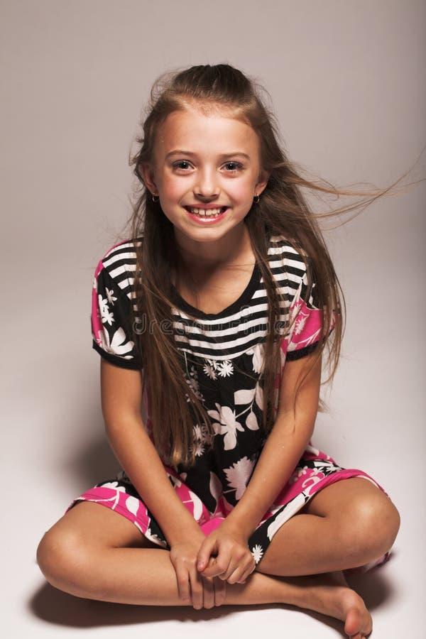 flicka little som är nätt fotografering för bildbyråer
