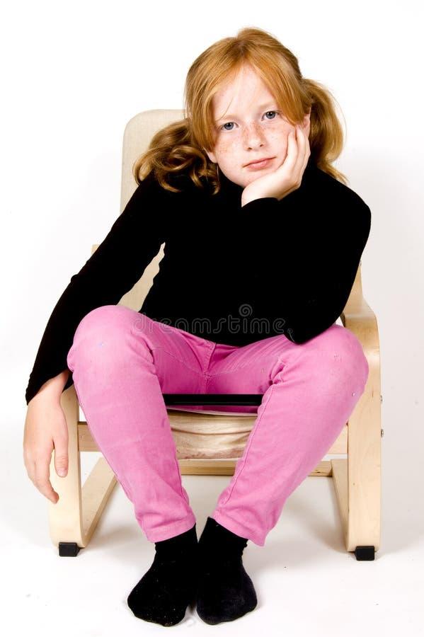flicka little som håller ögonen på royaltyfri foto