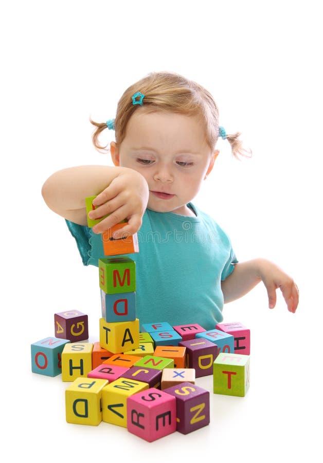 flicka little som leker royaltyfria bilder