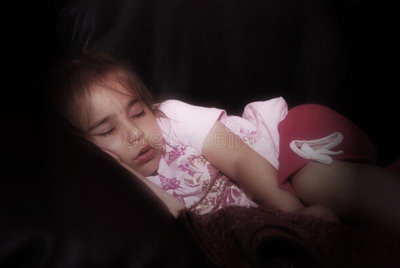 flicka little som sovar royaltyfri foto