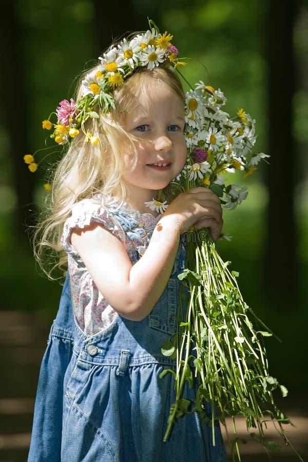 flicka little stående arkivfoto