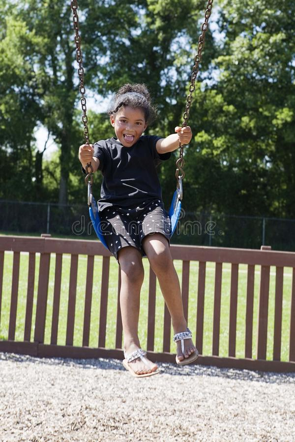 flicka little sväng för park fotografering för bildbyråer